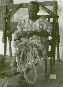 Lucie Pettway weaving corn husks.